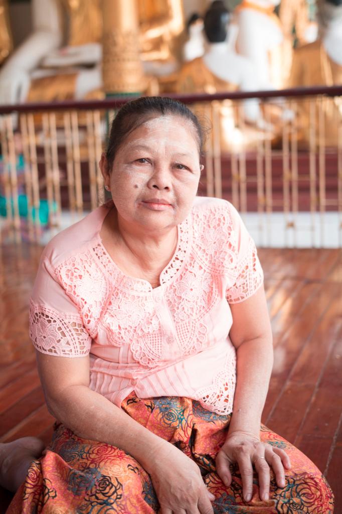 yangon, burmese woman, femme birmane, thanaka