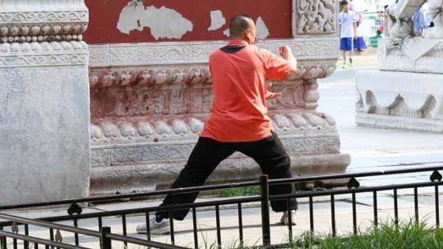 Chine, Pékin, Beihai, tai chi, homme chinois, séance de tai chi