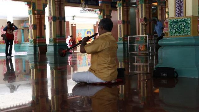 sri mahamariamman, kuala lumpur, joueur de flûte