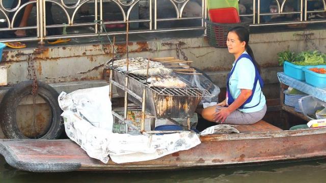 marché flottant, Thaïlande, poissons grillés, sel