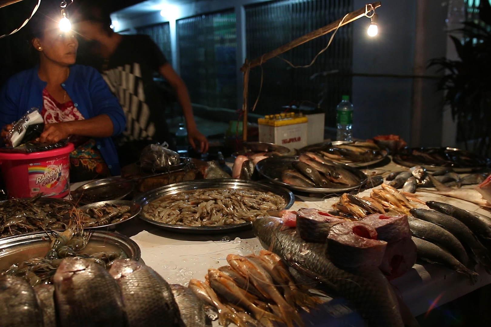 marché de nuit, Yangon, Myanmar, Birmanie